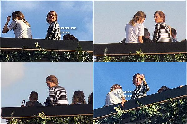 . 27 juin : Emma était présente avec Amy (une amie) au concert de Taylor Swift à Londres ! Elle a pris le temps de saluer ses fans et de prendre une multitude de photos avec eux ! Elle avait vraiment l'air de s'amuser, c'est super !  .