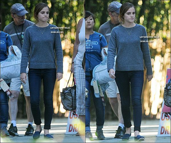 . 19 septembre : Voici de nouvelles photos du set de The Circle ! Emma a été vue durant une pause ! Voici également une photo d'Emma avec ses co-stars Tom Hanks et Patton Oswalt ! Elle a l'air de bien s'entendre avec eux, c'est extra ! .