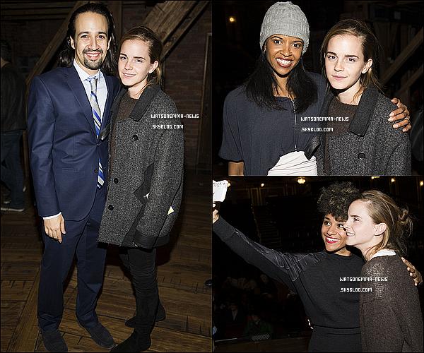 . 29 octobre 2015 : Emma Watson était présente à une représentation à Broadway à New York et a posé avec les acteurs de la pièce Hamilton ! Elle était toute souriante et semblait réellement s'amuser avec eux ! Elle a également posé avec quelques fans durant cette soirée !  .
