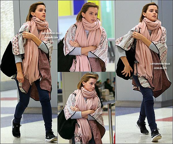 .  09 avril : Emma a été vue à l'aéroport de Los Angeles ! Peut-être pour le business... .