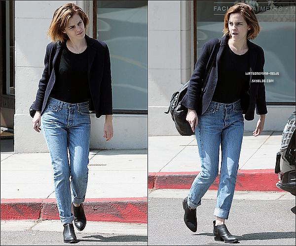 . 12 avril : Emma a été vue alors qu'elle sortait d'un salon de beauté à West Hollywood, en Californie Elle est toute naturelle ! Comme vous le voyez en dessous, elle a aussi été vue entrant dans une voiture le lendemain !  .