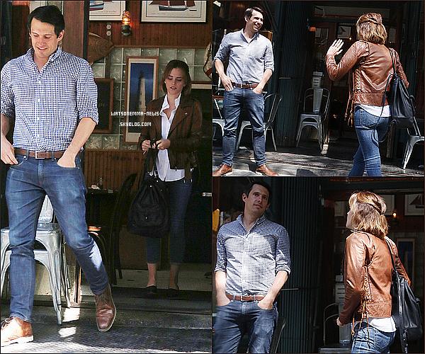 .  25 avril : Emma a été vue en train d'attraper un petit déjeuner avec son petit ami, Mack Knight ! C'est la seconde apparition que le couple fait devant les paparazzis. Mack est un entrepreneur qui a 36 ans. Emma semble être heureuse !  .