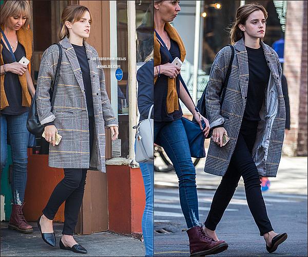 . 27 avril : Emma, toujours dans les rues de New York, avec l'une de ses amies ! .