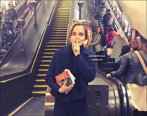 . 31 octobre : Emma était à Londres pour assister à la cérémonie Harper's Bazaar Women of the Year, qui a nommé Emma la femme la plus inspirante de l'année !  Le prix a été remis par David Heyman, avec lequel elle a pu travaillé sur tous les films d'Harry Potter ! Elle était réellement rayonnante.  .