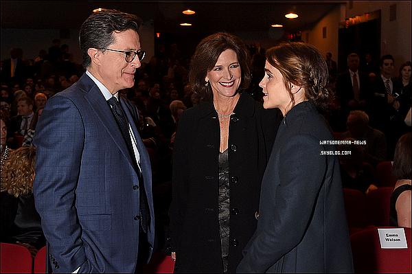 .  15 novembre : Emma a été vue à une soirée à New York qui célébrait la carrière de Tom Hanks ! Je suis contente de voir qu'elle va à une soirée en l'honneur de son co-star ! Tom Hanks étant l'un de mes acteurs préférés, c'est adorable !  .