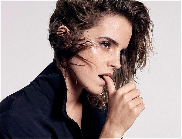 . Emma fait la couverture du magazine ELLE pour le mois de Mars ! Elle est réellement magnifique... .