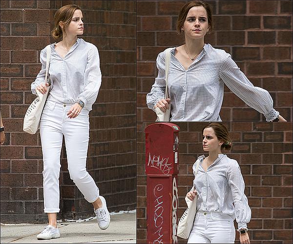 . 01 juin : Emma a été vue se baladant dans les rues de New York avec quelques amis ! La première de The Circle se déroulera à Paris le 21 juin ! Je suis pressée de la voir de nouveau poser aux côtés de Tom Hanks !  .