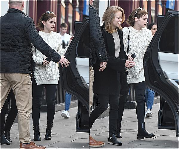 . 21 octobre : C'est après trois mois sans nouvelles qu'Emma a été vue dans les rues de Londres ! Non, le blog n'était pas à l'abandon... Je suis heureuse de la revoir. J'espère qu'on aura un nouveau projet de sa part bientôt !  .