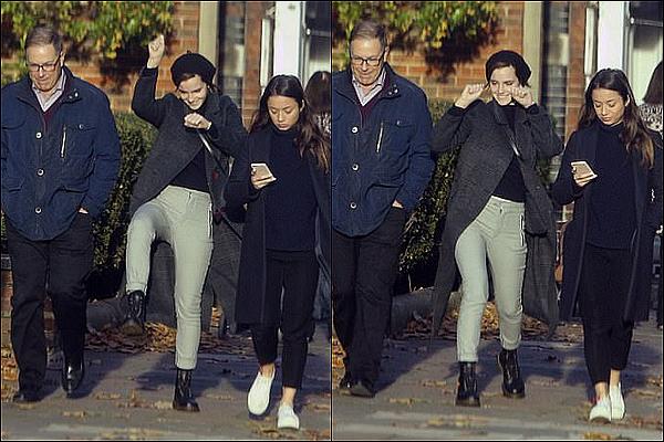 . 10/11 : De nouvelles photos  viennent de sortir ! On peut y voir Emma dansant dans la rue ! .