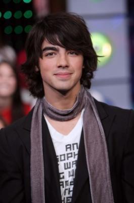 Joe . Jonas