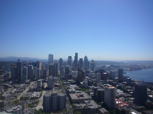 Vue en 360° de Seattle Entourée des Fiordes et de ses montagnes !