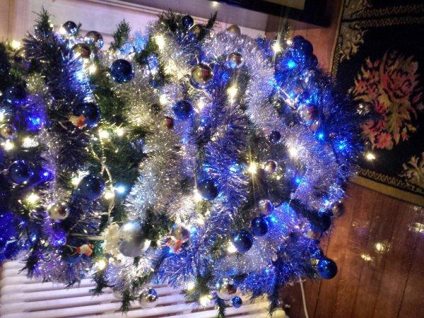 Joyeux Noël. ... Dieu vous benisse tous et toutes.