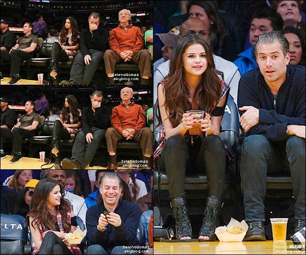 """. Selena est nominé au """"Radio disney music awards promo"""" au côtés de Bridgit Mendler ."""