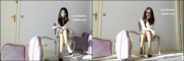 """. Le 30 mars 2013 Selena et ses co-stars ont eu une interview sur """"Spring Breakers""""."""