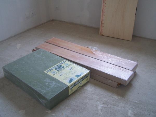 parquet et mousse pour les chambres blog de josoloula. Black Bedroom Furniture Sets. Home Design Ideas