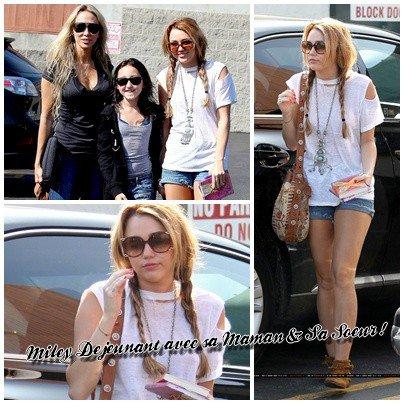 12 Octobre , Miley Cyrus déjeunant au Paty's Restaurant avec sa mère et sa petite soeur Noah.