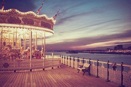 Il était mon havre, j'étais son amie. Il était ma source de paix, j'étais sa source de sympathie, mon cher carrousel. ©