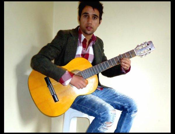Je vien d'apprendre la guitare, j'aime la Music car ça fai une partie de ma vie ♥ ..‼