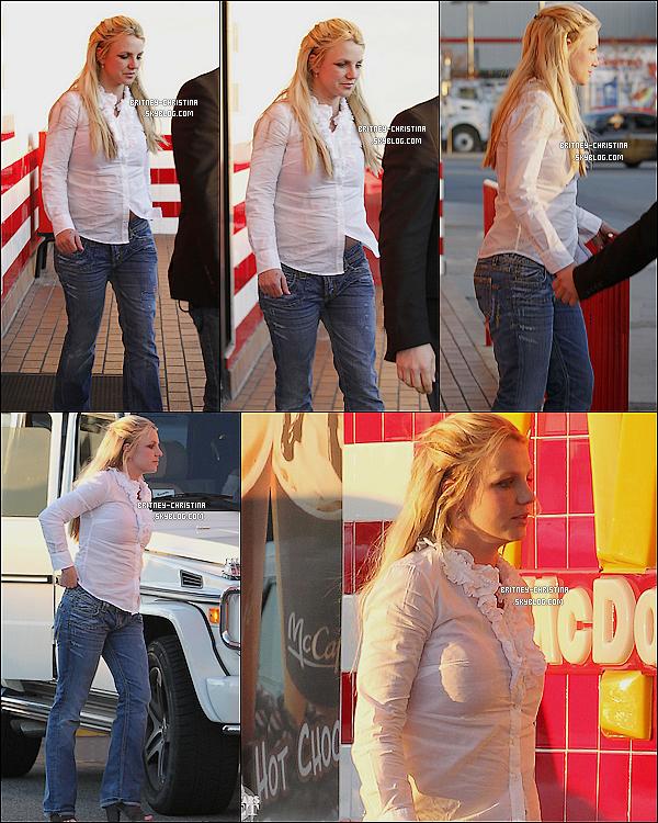15/01/11 Britney s'est arrêté au Mc Donald's pour se rendre au toilette (si, si, c'est bon à savoir) !    Petite amélioration capillaire... il était tant !