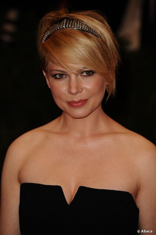 Michelle Williams ose la coupe punk