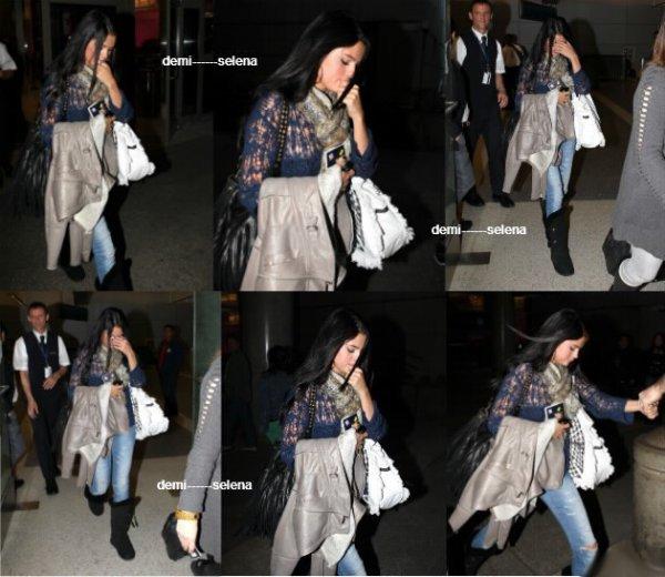 Selena Gomez: arrivant à Los Angeles et accueillie par Justin le 26 mai
