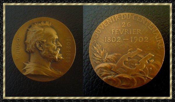 ۞ Médaille en bronze souvenir du Centenaire Victor Hugo, 1902 ۞