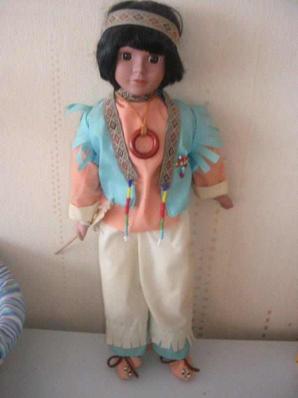 Joli petit indien en porcelaine