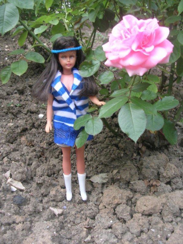 TRESSY BRUNETTE ET UNE MAGNIFIQUE ROSE !!!