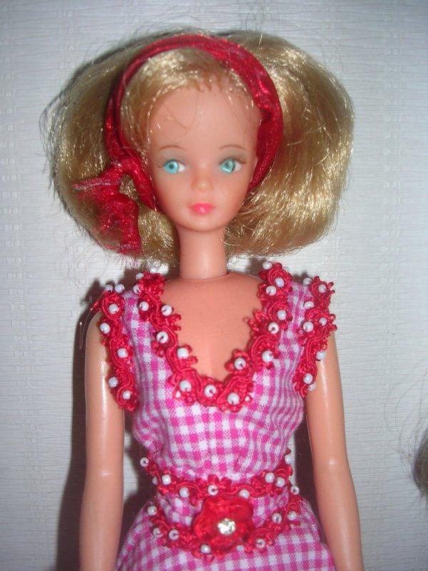 BELLITA n'a pas peur du froid !!! Elle a voulu poser avec cette jolie robe d'été. Heureusement qu'il y a du chauffage à la maison !