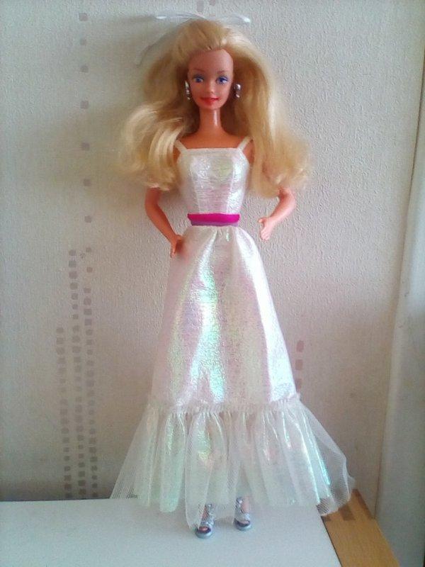 BARBIE CRYSTAL - 1983  - Il manque le boa, les chaussure d'origine, les bijoux d'origine, je lui ai mis ce qui allait le mieux avec sa jolie robe