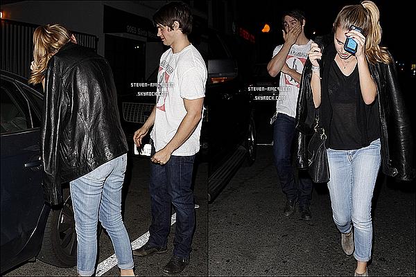13 / 11 / 13 : Steven a été au Restaurant Dan Tana pour rejoindre Jon Hamm à Hollywood,CA.