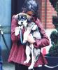 .   Deuxième sortie de Selena avec son toutou dans les rues de Toronto. .