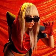 Que diriez vous de fairs un tour de la mode selon Gaga? Et ben moi sa me tente! Allez quelques petites photos pour commencé