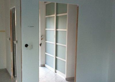 Montage des portes de placards dans le hall d 39 entr e blog de travaux059 - Montage porte d entree ...