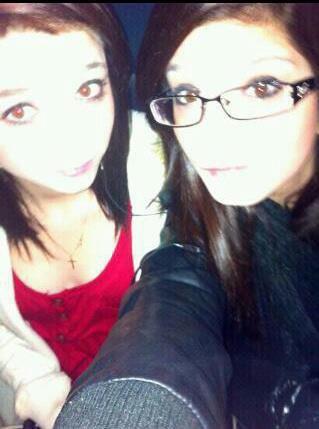 Ma meilleure amie ( A gauche ) Et moi ( a droite )