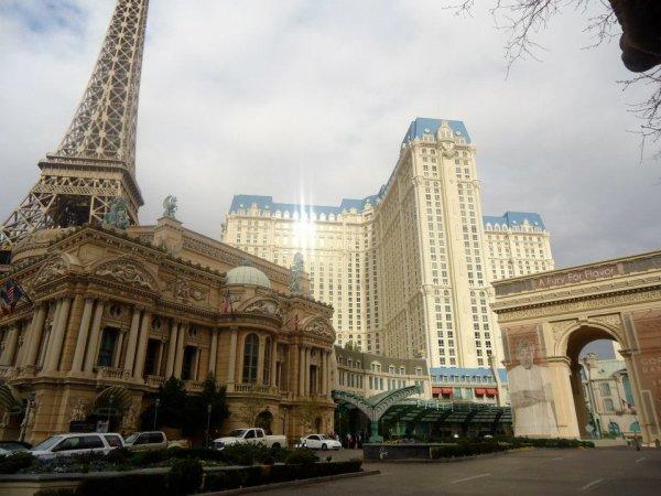 """Près de la Tour eiffel et de l'hotel """"français"""""""