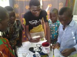 enfant d'afrique dessnie sur teeshirt avec tinkpon