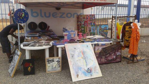 Rendez-vous à 10h 00 À Bluezone zongo du 27 dec au 10 janvier Pour l'exposition Vous aimez la culture, L'Art, la peinture sur toile, sur habit marque Tinkpon kainfri wear... Alors prenez le rendez-vous pour tout à l'heure. Approchez regardez et achetez les MADE in Benin La jeunesse en pleine créativité.heureuze annee
