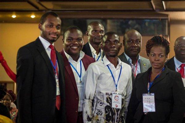 pdg de la caab au mileiu en chemise blanc pret pour le combat des entrepreneur dans le get in the ring cotonou