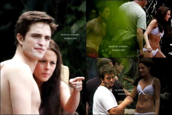 . 13/11/10-_Et voici une fois de plus Robsten, cette fois ils prennaient du bon temps en se baignant sur le   ____________-_tournage de Breaking Dawn._____On dirait que Robert s'amuse bien, il est magnifique...  .