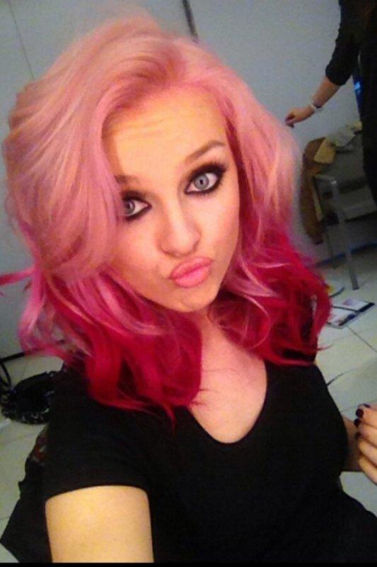 Nouvelle couleur de cheveux pour Perrie