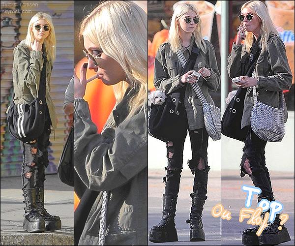 - CANDID : 05/09/2012 :   Taylor était a New-York + Petal le chien de Tay' (; -