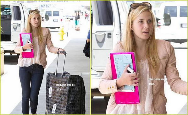 • Caroline Sunshine à l'aéroport LAX pour aller prendre un vol à Philadelphie!
