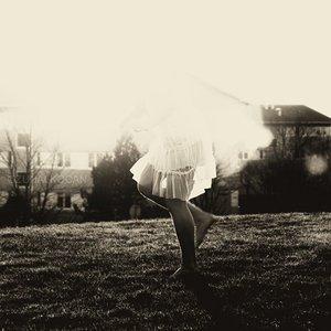 A force de trop rêver , tout pars, tout vous échappe.                                         A force de croire, l'espoir se barre