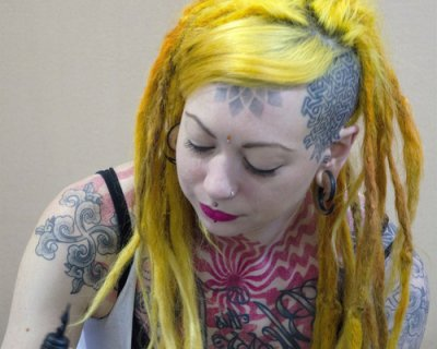 YELLOW HAIR a la Lady GAGA