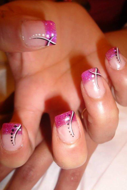 Pose french rose pailleté foncé et rose pailleté clair sur annulaire et  pouce avec déco nail art noir et blanc très beau