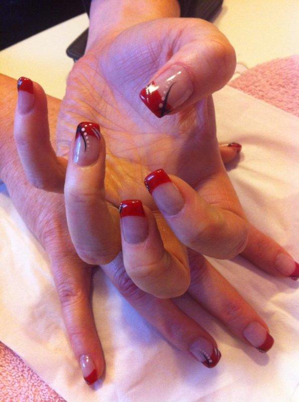 french rouge glamour avec d co nail art noir et blanc avec. Black Bedroom Furniture Sets. Home Design Ideas