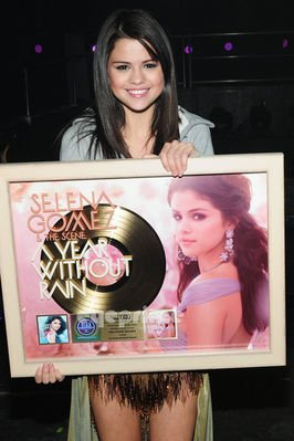 DisneySourceWeb - Selena Gomez
