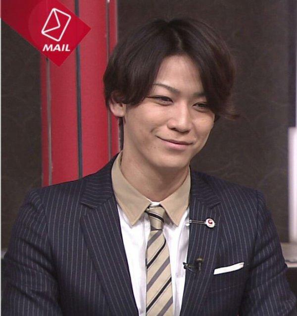 Tu souris Kazuya, mais tu as le visage fatigué d' un homme qui ne dort pas assez. Fais attention à toi !