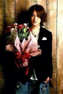Demain la Saint Valentin ? Jin est déjà prêt.